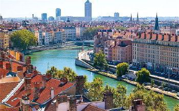 Rent a car with driver in Lyon
