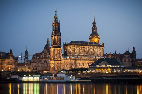 Coach hire in Dresden with chauffeur photo city 1