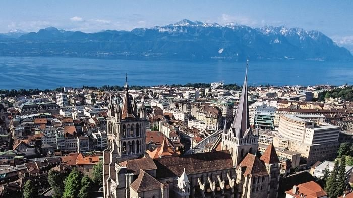 Minibus hire in Lausanne with driver photo city 2
