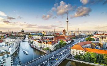 Rent a car with driver in Berlin photo city 1