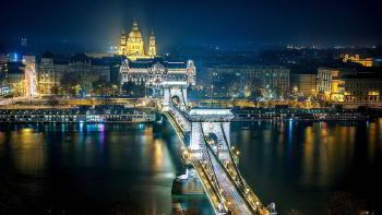 Minibus hire in Budapest with driver photo city 2